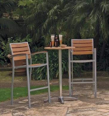 Common Sense of Orlando carries furniture perfect for the outdoor dining area from a variety of manufacturers. From woven chairs to stackable seating, we got it covered!